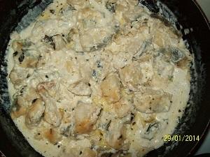 вкусная рыба под сливочным соусом