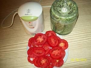 помидоры и маринад для баклажан