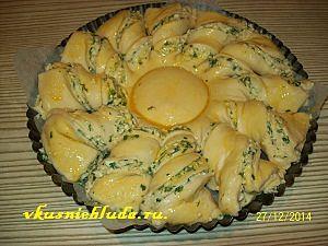 пирог с брынзой перед запеканием