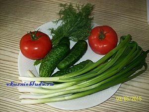 ингредиенты для салата с помидор и огурцов