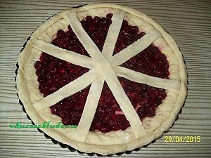 формируем пирог с вишнями