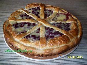 выпекание вишнёвого пирога