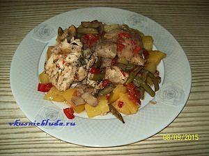порция курицы с овощами