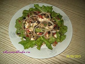 подача салата из баклажан