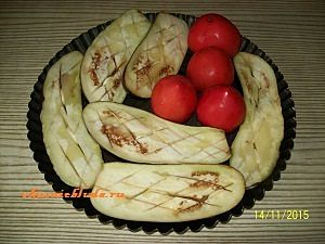 запекаем баклажаны и помидоры