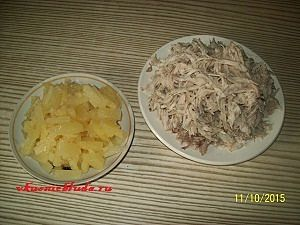 ананасы кубиками и мясо