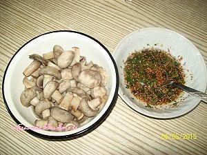 шампиньоны и соус по-корейски