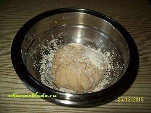 замешиваем тесто для штруделя