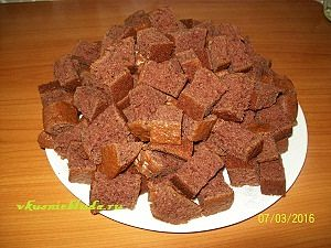 кусочки бисквита для торта