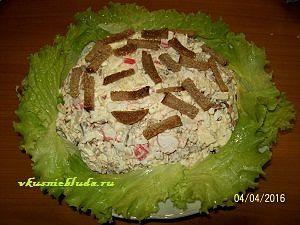 рецепт салата из крабовых палочек с сухариками