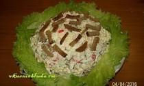 салат из крабовых палочек с сухариками