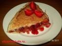 Пирог со свежей клубникой и ревенем.