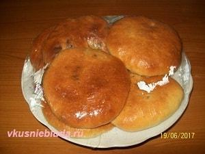 мясные пирожки под плёнкой