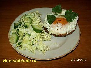 рубленный бифштекс с яйцом