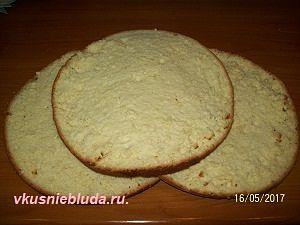 три бисквитных коржа