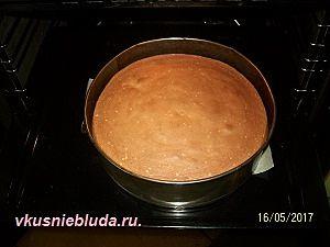 выпекаем бисквитный корж
