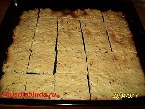 разрезаем печенье с изюмом