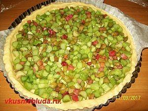 собираем пирог с ревенем