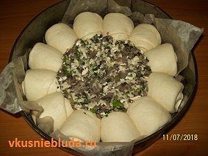 грибной соус и булочки