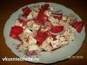 Салат из помидоров и брынзы.