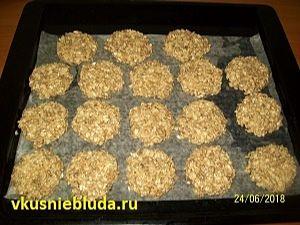 формируем овсяное печенье