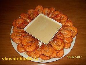 жареные креветки с соусом