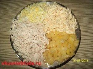 нарезка ингредиентов для салатика