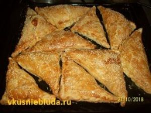слоёные пирожки с мясом и сыром