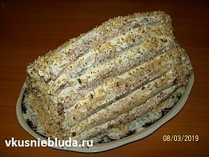 складываем блинный торт
