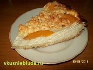 творожный пирог с персиками