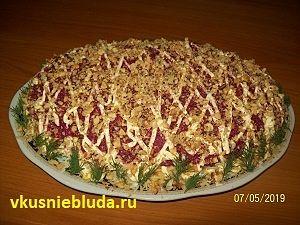 салат с копчёной курицей и свеклой