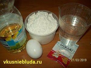 вода яйцо дрожжи мука