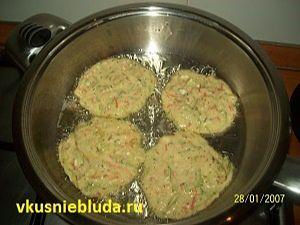 жарим оладушки из кабачков