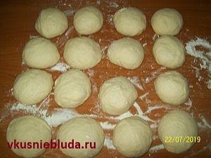 формуем колобки для булочек