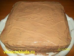 формуем бисквитный торт с орехами