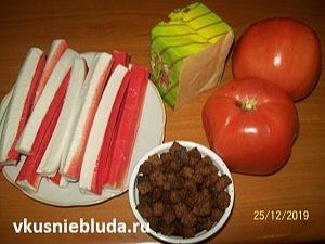 крабовый салатик с помидорами
