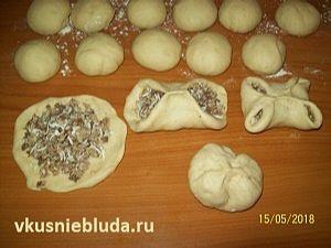 формуем пирожки с грибами