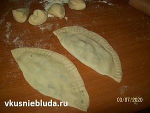 формуем чебуреки с картошкой