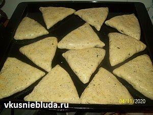 формуем пирожки с горохом