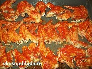 крылышки с красным соусом