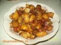 Запеченная картошка с колбасками.