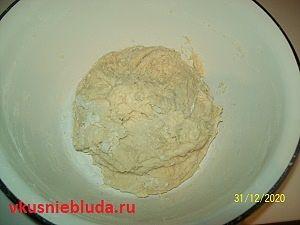 месим сдобное тесто