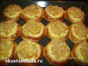 выпекаем ватрушки с творогом и яблоками