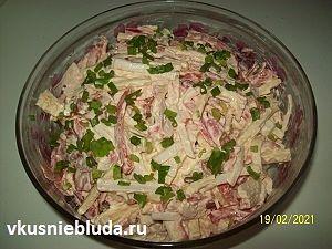 крабовый салат с сыром и овощами рецепт
