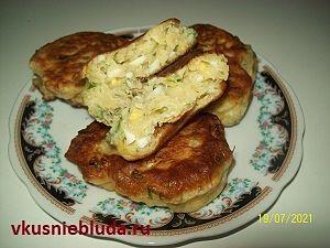 оладьи с зеленью и яйцом